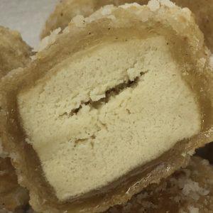 高野豆腐唐揚げの断面。モッチリ。