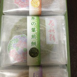 「京煎堂」のお菓子。茶の葉煎餅